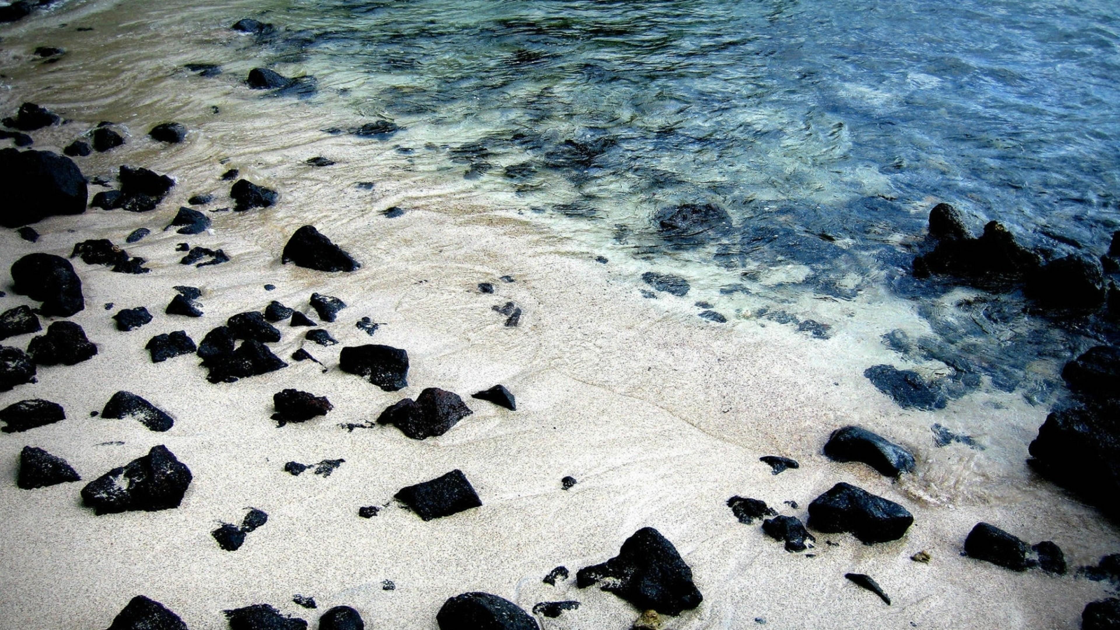 Black Rocks On White Sand Beach Hd Wallpaper 4k Ultra Hd Hd