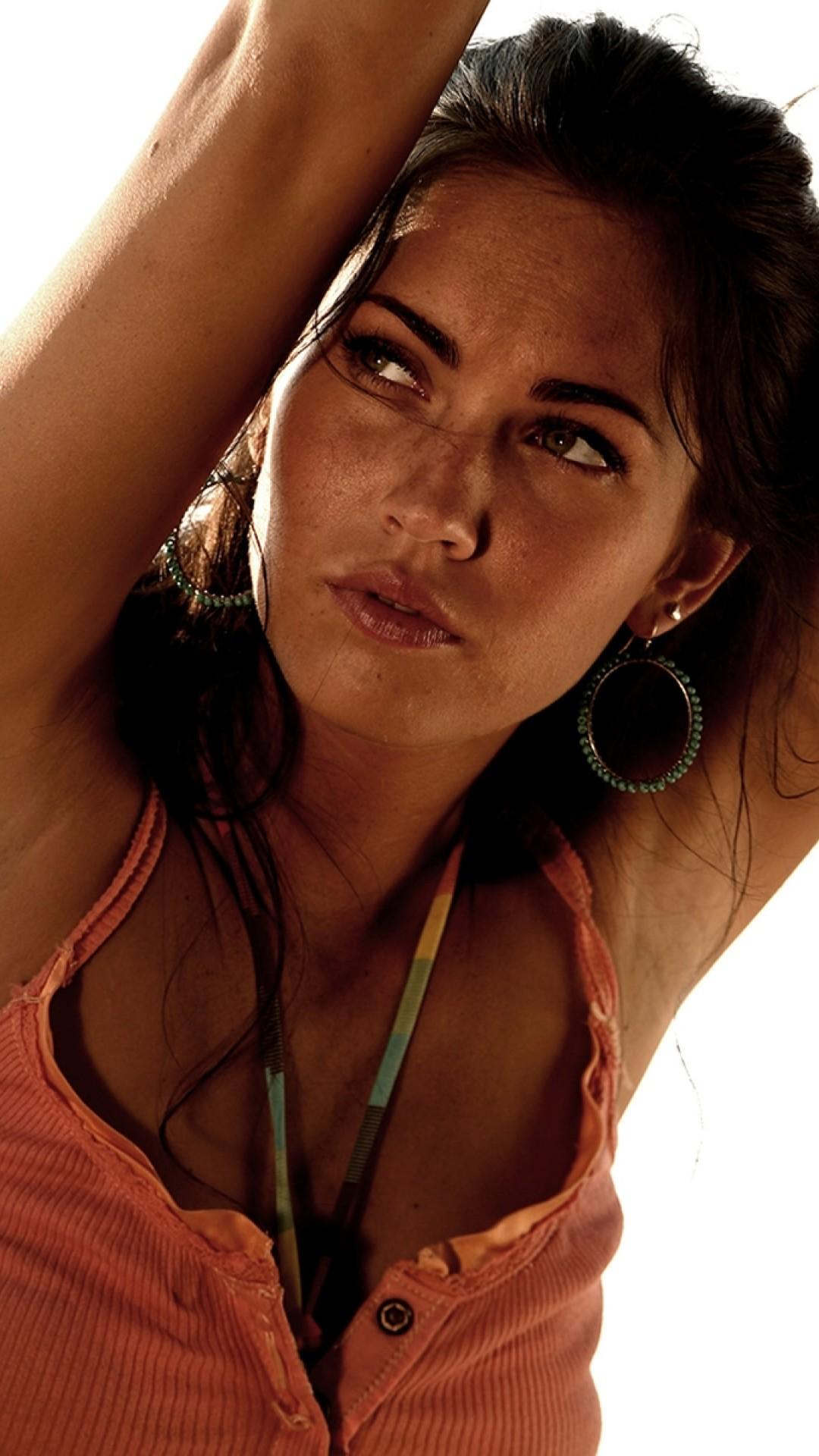 Megan Fox To Be Less Orange Hd Wallpaper Iphone 6 6s Plus