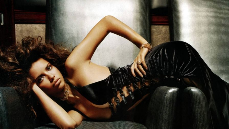 Adriana Lima in black HD Wallpaper