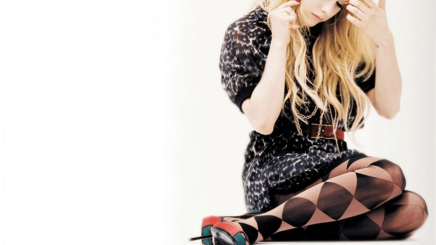 Avril Lavigne mirror HD Wallpaper