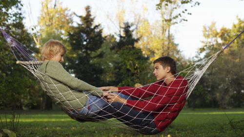 Boy and girl laying on a hammock HD Wallpaper