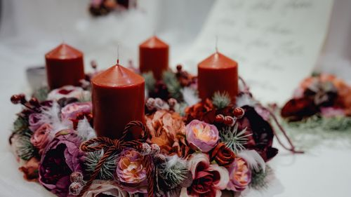 Candles decorated with flowers HD Wallpaper