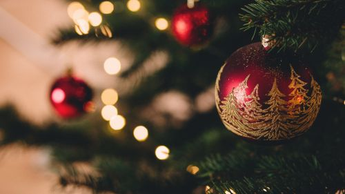 Christmas Tree With Baubles HD Wallpaper
