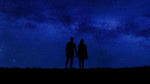 Couple walking under a stary sky HD Wallpaper