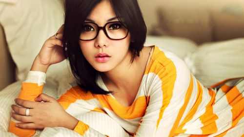 Cute Girl With Glasses HD Wallpaper