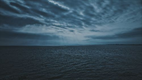 Dark clouds over the sea HD Wallpaper