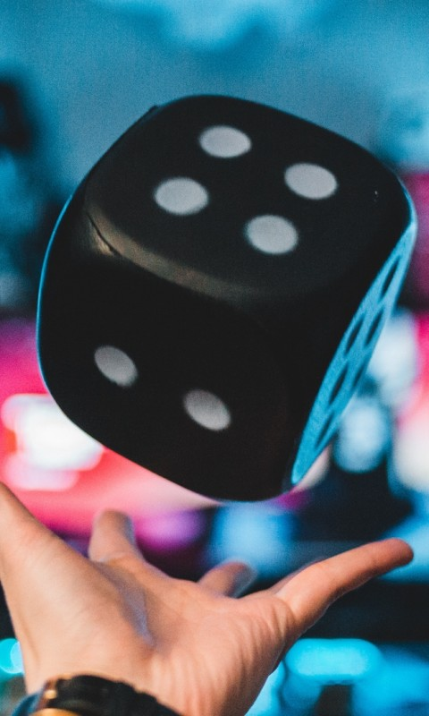 Dice toss HD Wallpaper