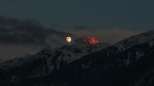 Full moon over the mountain HD Wallpaper