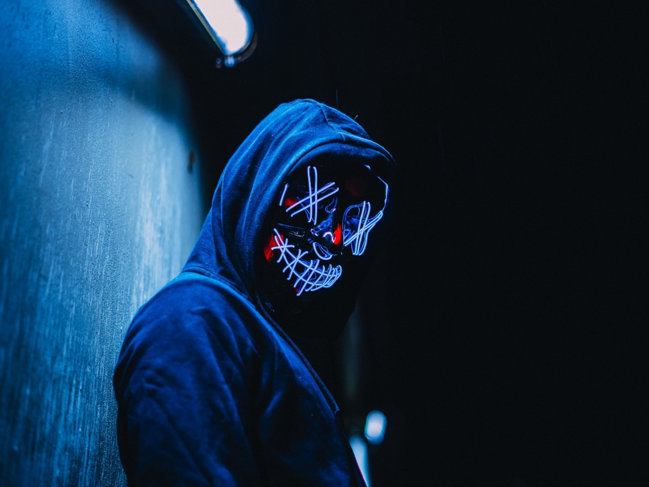 Glowing mask at the dark HD Wallpaper