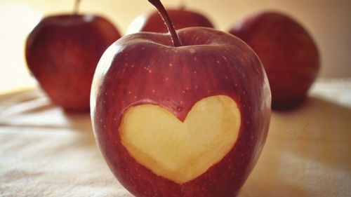 Heart shaped apple HD Wallpaper