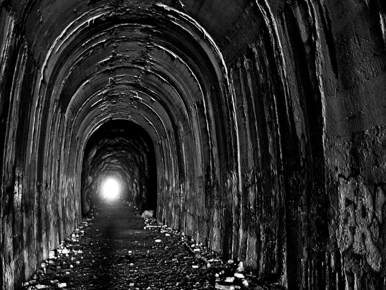Light at the end of the tunnel HD Wallpaper