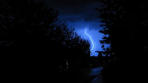 Lightning through the night HD Wallpaper