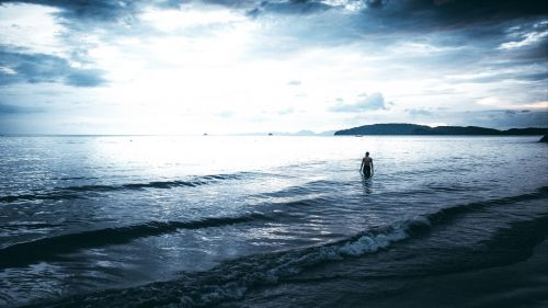 Lonely man at the sea HD Wallpaper