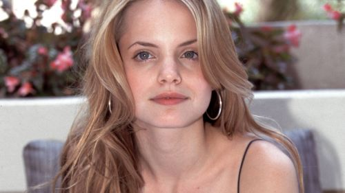 Mena Suvari HD Wallpaper