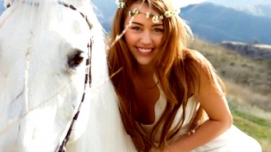 Miley cyrus and her horse HD Wallpaper