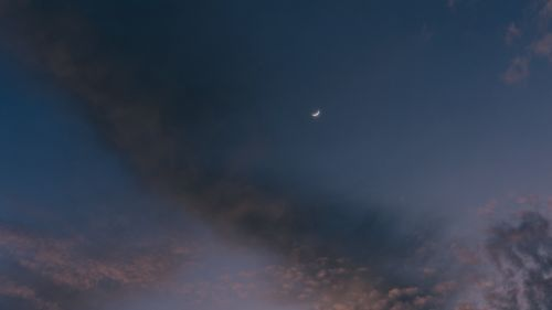 Moon at a cloudy sky HD Wallpaper