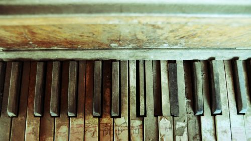 Old Piano HD Wallpaper