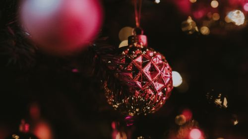 Christmas ball covered in glitter HD Wallpaper